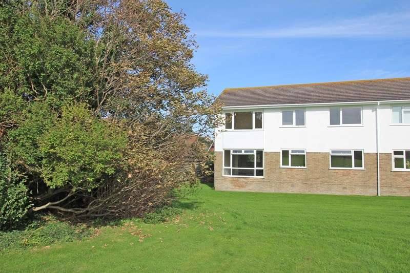 2 Bedrooms Flat for sale in Overstrand Crescent, Milford On Sea, Lymington