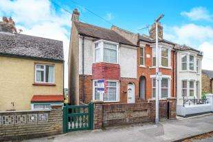 3 Bedrooms End Of Terrace House for sale in Longhill Avenue, Chatham, Kent