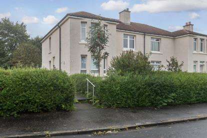 3 Bedrooms Flat for sale in Dunwan Place, Knightswood
