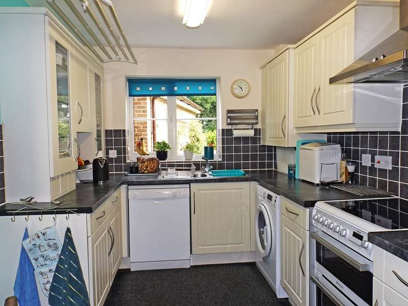 4 Bedrooms Link Detached House for sale in Petunia Court, Wymondham, Norfolk, NR18