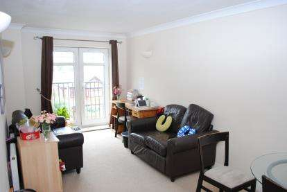 2 Bedrooms Flat for sale in Egremont Court, Wilderspool Causeway, Warrington, Cheshire, WA4