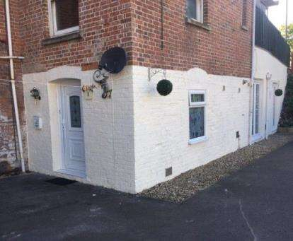 2 Bedrooms Flat for sale in Huntspill Road, Highbridge, Somerset