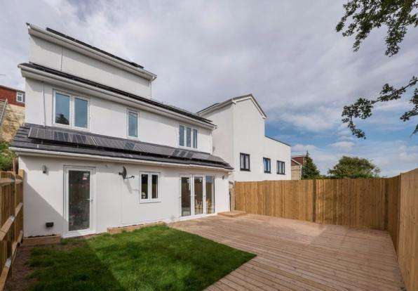 3 Bedrooms Detached House for sale in Highbank, Brighton, BN1 5GB
