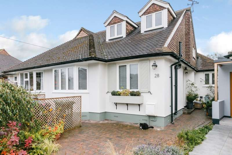 3 Bedrooms Semi Detached Bungalow for sale in Worcester Park