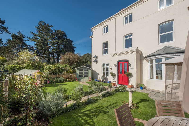 3 Bedrooms Ground Flat for sale in Freshwater Bay, Isle of Wight