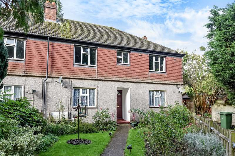 2 Bedrooms Ground Maisonette Flat for sale in Magpie Hall Close, Bromley, BR2 8JQ