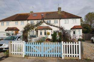 2 Bedrooms House for sale in Chestnut Road, Horley, Surrey