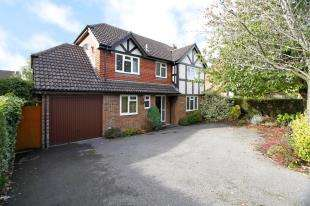 4 Bedrooms Detached House for sale in Rusper Road, Horsham, West Sussex