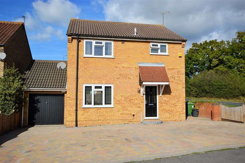 4 Bedrooms Detached House for sale in Heybridge Drive, Wickford
