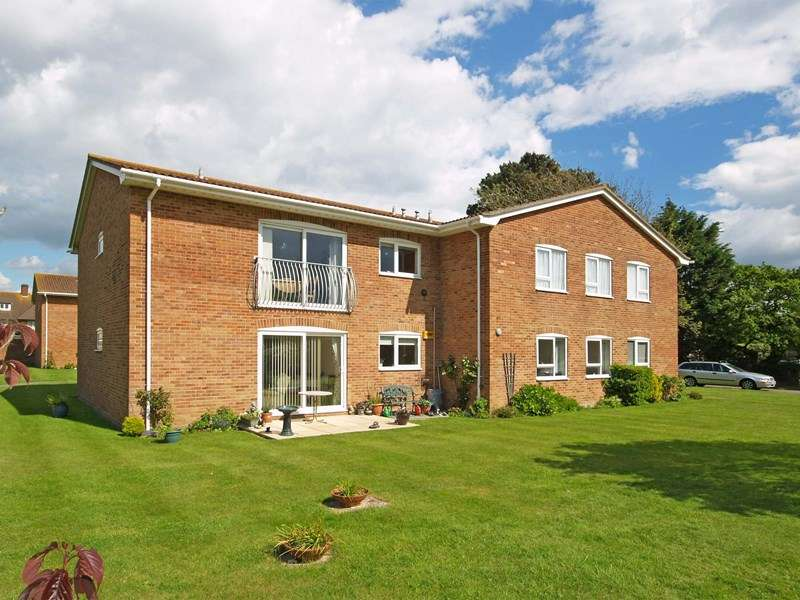2 Bedrooms Flat for sale in Waterford Place, Highcliffe-On-Sea, Christchurch
