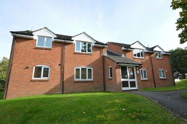 1 Bedroom Flat for sale in Hunting Gate Drive, Chessington