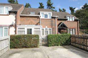 3 Bedrooms Terraced House for sale in Hawthorn Close, Midhurst, West Sussex