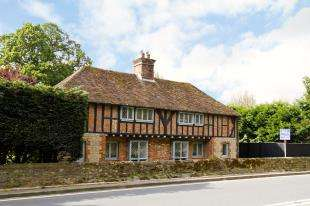 4 Bedrooms Detached House for sale in Washington Road, Storrington, Pulborough, West Sussex