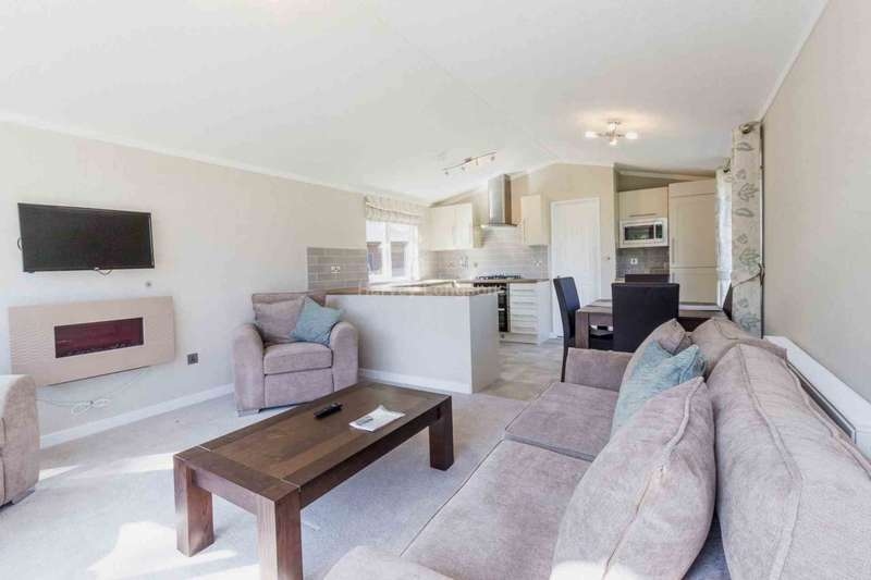 2 Bedrooms Lodge Character Property for sale in Cawston, Norfolk