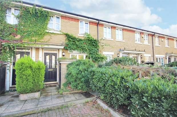 3 Bedrooms Terraced House for sale in Compton Close, London