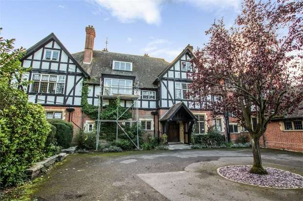 2 Bedrooms Flat for sale in Frensham Road, Frensham, Farnham, Surrey