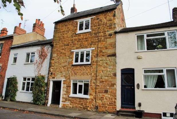 3 Bedrooms Cottage House for sale in Green End, Kingsthorpe Village, Northampton NN2 6RD
