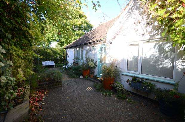 2 Bedrooms Detached Bungalow for sale in Peabody Road, Farnborough, Hampshire