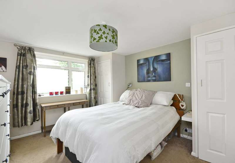 2 Bedrooms Maisonette Flat for sale in Norwich Road, Thornton Heath, CR7