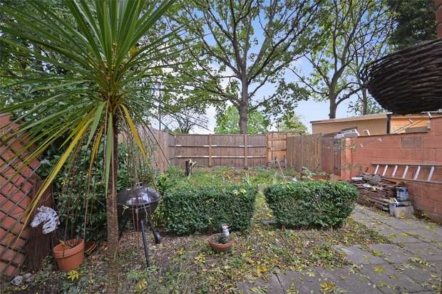 4 Bedrooms Terraced House for sale in Central Road, WEMBLEY, Middlesex