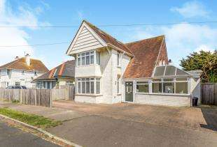 4 Bedrooms Detached House for sale in Bereweeke Road, Felpham, Bognor Regis, West Sussex