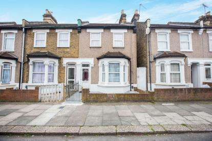 3 Bedrooms End Of Terrace House for sale in Ilford, Essex
