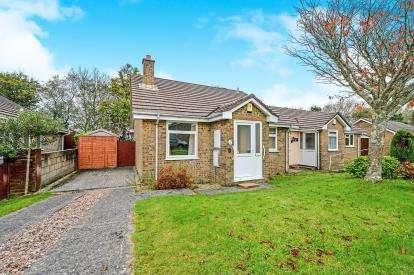 2 Bedrooms Bungalow for sale in Threemilestone, Truro, Cornwall