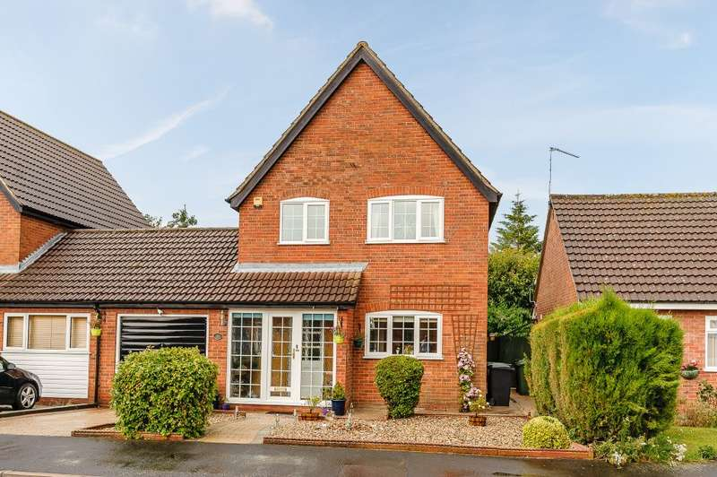 3 Bedrooms Detached House for sale in Jubilee Road, Watton, Norfolk, IP25 6BJ