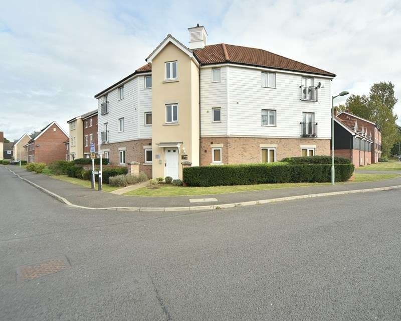 2 Bedrooms Flat for sale in Acorn Way, Red Lodge, Bury St. Edmunds