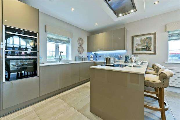 3 Bedrooms Detached House for sale in Terrace Road North, Binfield, Berkshire