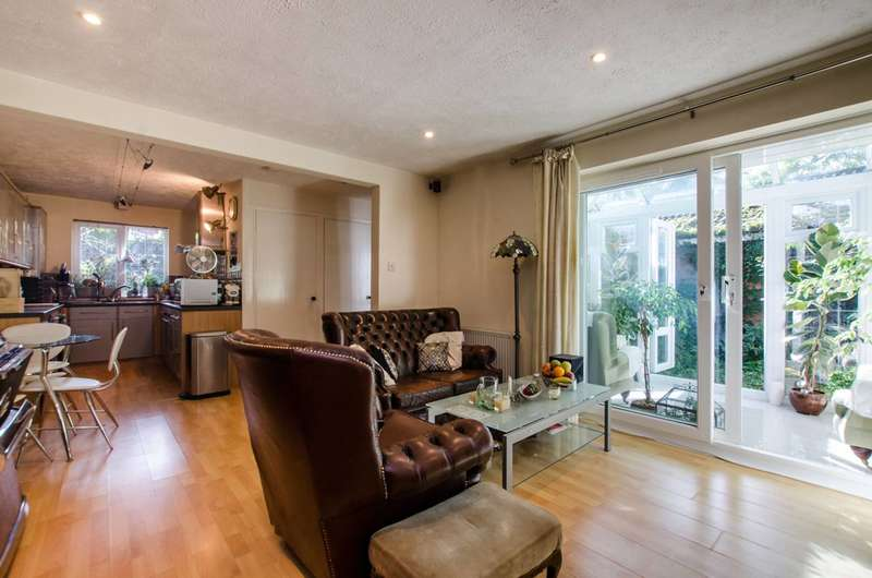 2 Bedrooms Bungalow for sale in Myrna Close, Wimbledon, SW19