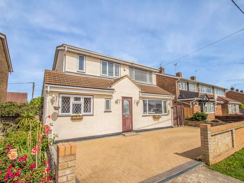 3 Bedrooms Detached House for sale in Westerland Avenue, Canvey Island, SS8