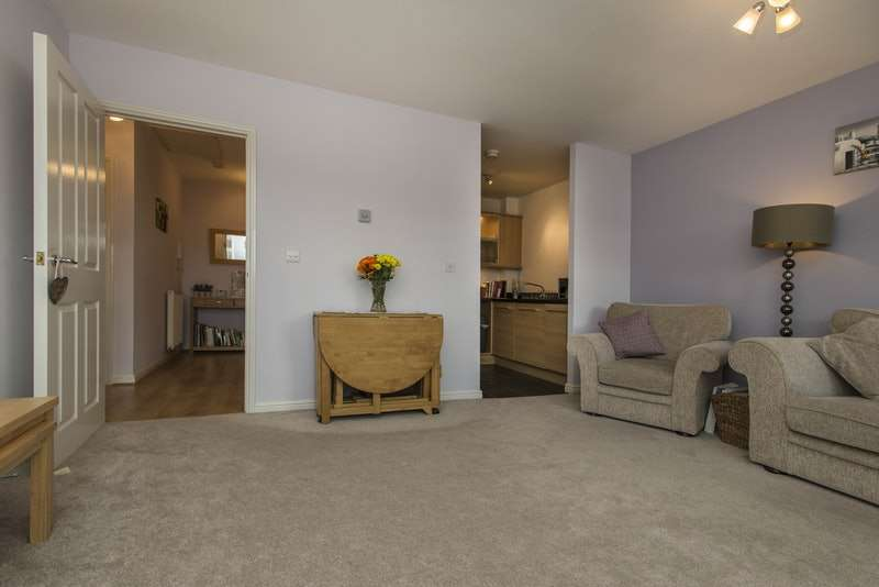 2 Bedrooms Flat for sale in Brady Drive, Bickley, Kent, BR1