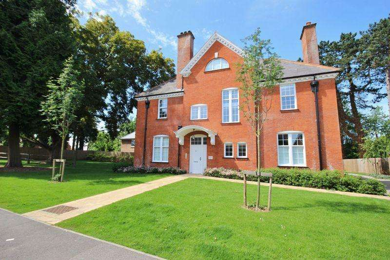 2 Bedrooms Apartment Flat for sale in CARSHALTON BEECHES