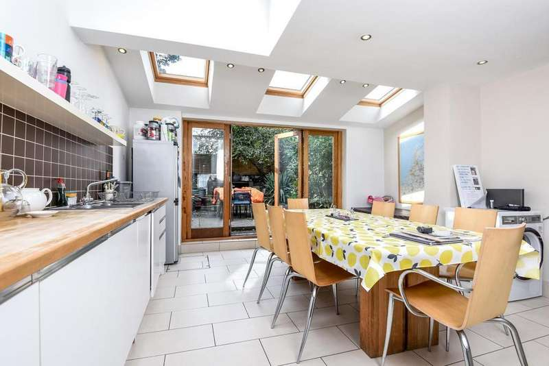 4 Bedrooms Terraced House for sale in Dalyell Road, Brixton