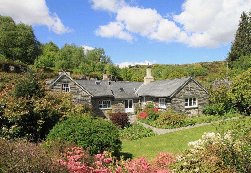 5 Bedrooms Detached House for sale in Dolwyddelan, Conwy
