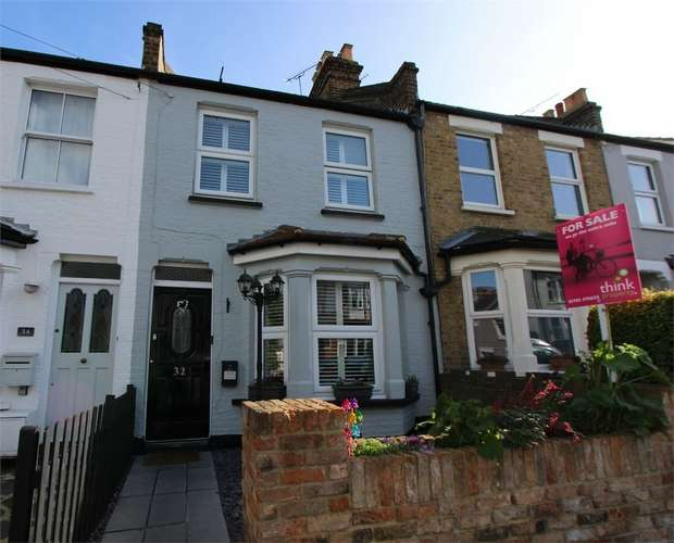 3 Bedrooms Terraced House for sale in 32 Southsea Avenue, LEIGH-ON-SEA, Essex