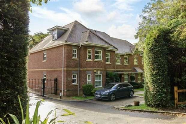 2 Bedrooms Flat for sale in London Road, Windlesham, Surrey