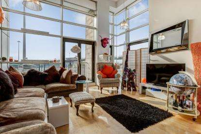 3 Bedrooms Flat for sale in Carnoustie Street, Tradeston