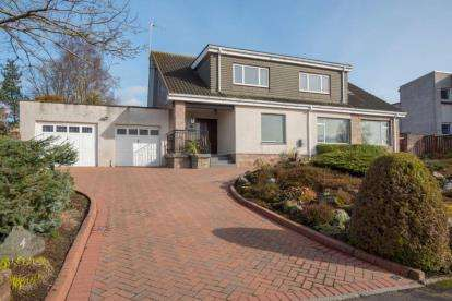 4 Bedrooms Detached House for sale in Leighton Avenue, Dunblane