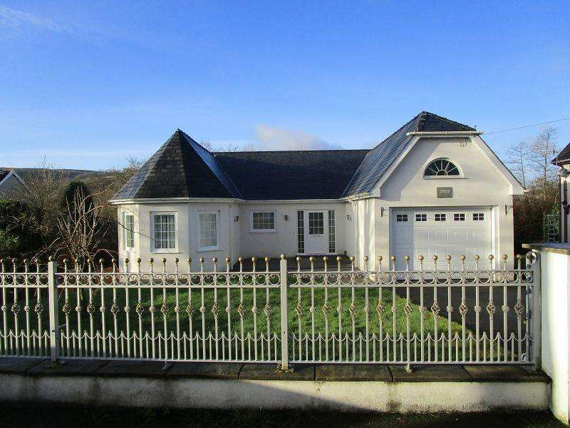 4 Bedrooms Detached House for sale in Walters Road, Cwmllynfell, Swansea.