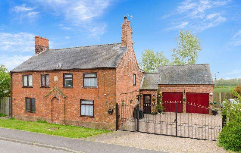 3 Bedrooms Semi Detached House for sale in Hatton