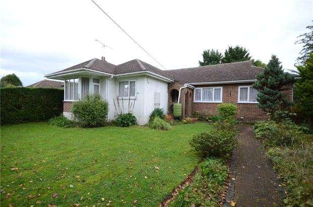 3 Bedrooms Detached Bungalow for sale in Oxenden Road, Tongham, Farnham