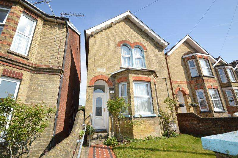4 Bedrooms Detached House for sale in EAST COWES PO32 6DF