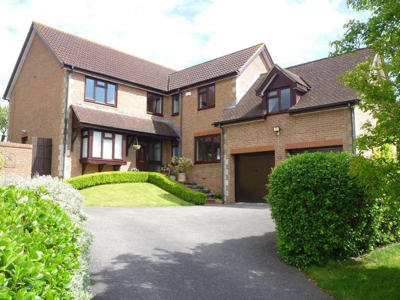 5 Bedrooms Detached House for sale in Studland Park, Westbury