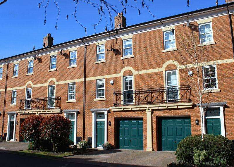 4 Bedrooms Town House for sale in St Gabriel's, Wantage