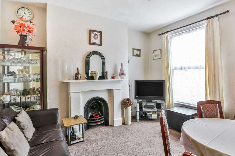 4 Bedrooms House for sale in Alvington Crescent, Dalston