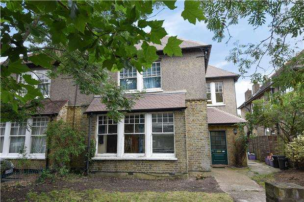 2 Bedrooms Flat for sale in Mitcham Park, MITCHAM, Surrey, CR4