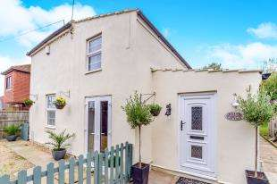 3 Bedrooms Detached House for sale in Willow Place, High Street, Isle Of Grain, Rochester