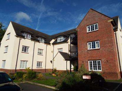 2 Bedrooms Flat for sale in The Sycamores, Warford Park, Faulkners Lane, Mobberley